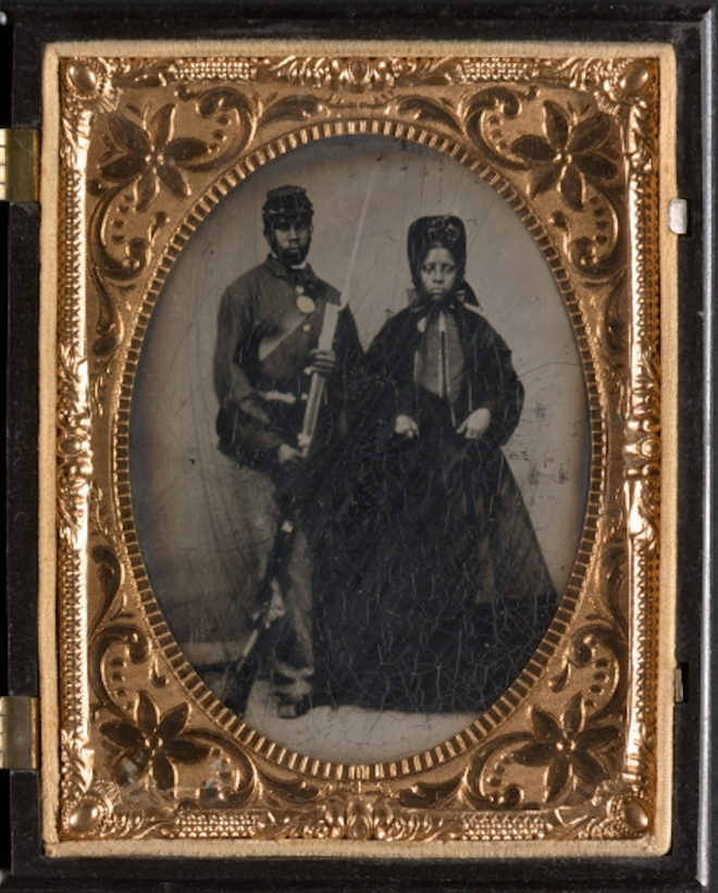 Woman-and-Man-with-Boyonet-2a